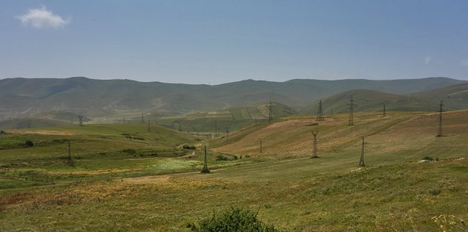 """Les """"cultures"""" de pylones, typiques des paysages en Transcaucasie"""