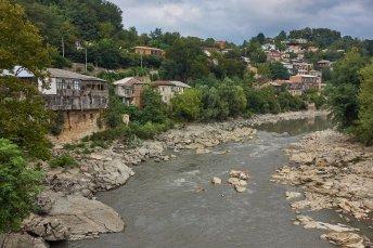 La rivière Riono dans Koutaïsi, notre hôtel se situe tout en haut de la coline à gauche.
