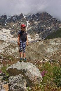 Adélie devant la source du glacier du Shkara