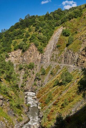 Des glissements de terrains sous lesquels on va éviter de pique-niquer !
