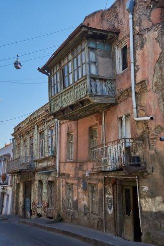 Les balcons de bric-et-de-broc de Tbilissi