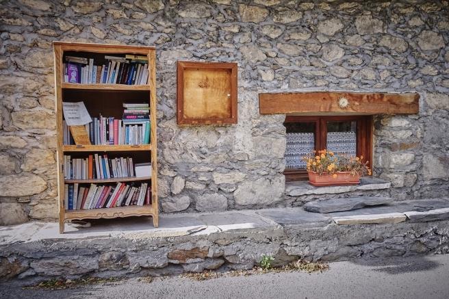 """""""Boite-à-livres"""" à Clavans, dans le centre du village !"""