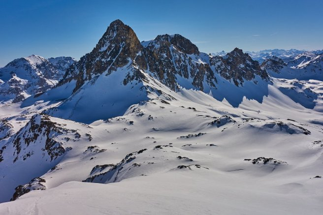 Le pic et le mont Thabor, depuis le sommet de Terre rouge