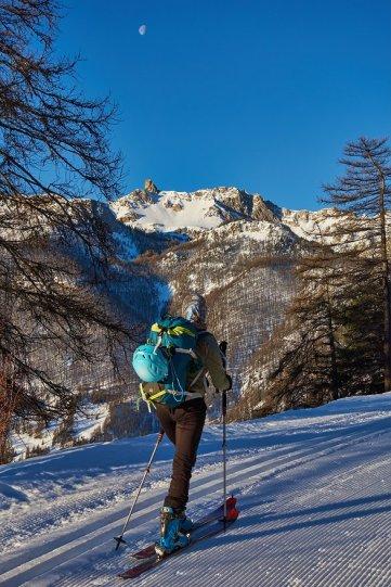 sur la piste de ski entre Souliers et La Chalp, avec vue sur la dent de Rasis