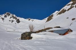 Les chalets de la Vieille Route encore bien sous la neige !