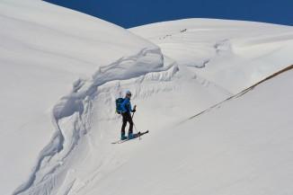 Grosse corniche au col des Terres Blanches