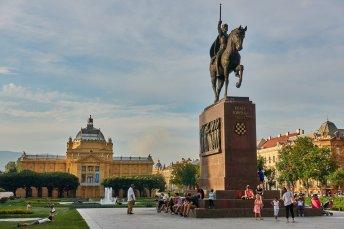 Pavillon des Arts, et statue du roi Tomislav, 1er roi de Croatie