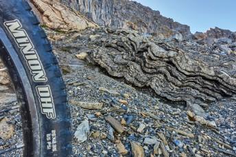 Ondulations géologiques dans la traversée non roulante.