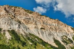 Les beaux reliefs de gypse, au-dessus des Prioux