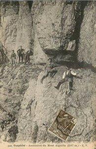 """Carte postale ancienne (début XXe s.) du """"passage des meules"""""""