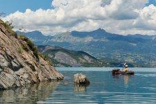 Pour rentrer, il nous faut encore traverser le lac de Serre-Ponçon